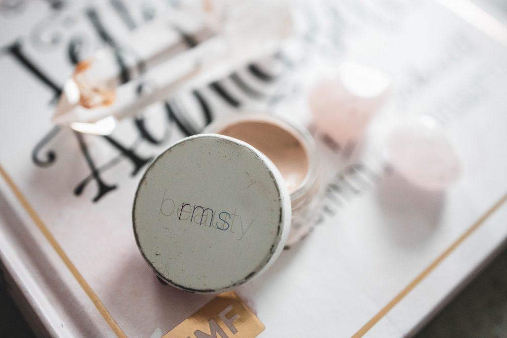 "Clean Beauty Favoriten : RMS ""Un"" Cover-up Concealer in 000"